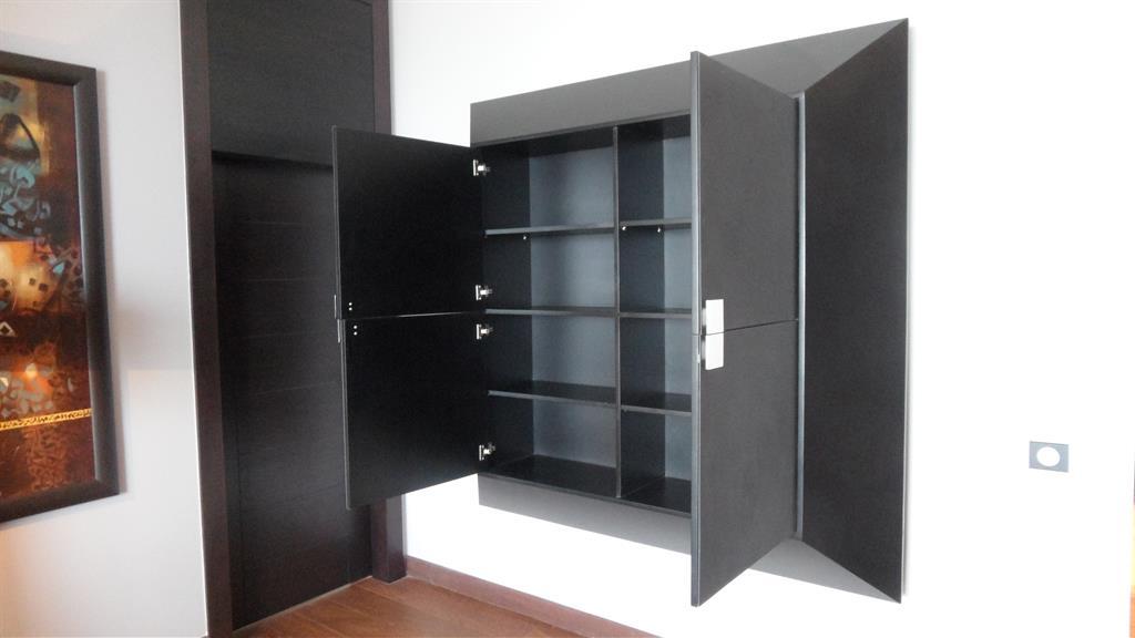Rangements dans un meuble contemporain noir greenwich for Meuble contemporain design