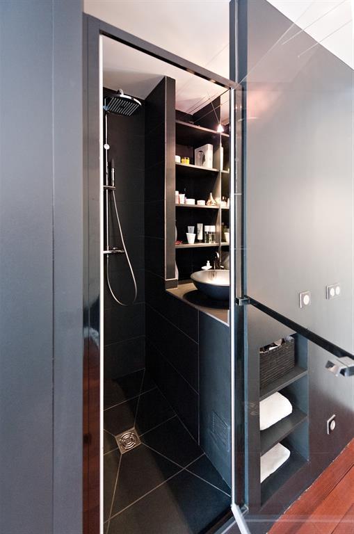 Espace de couchage dans un studio - Mini salle d eau dans une chambre ...