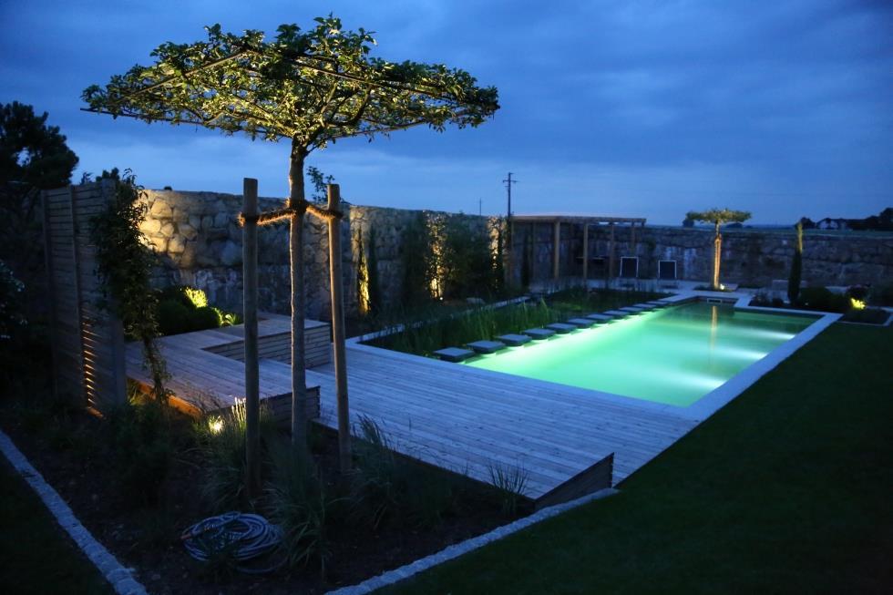 Eclairage de la baignade la nuit par des led biotop for Eclairage de terrasse design