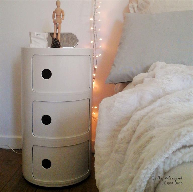 Table de nuit cylindrique avec 3 tiroirs