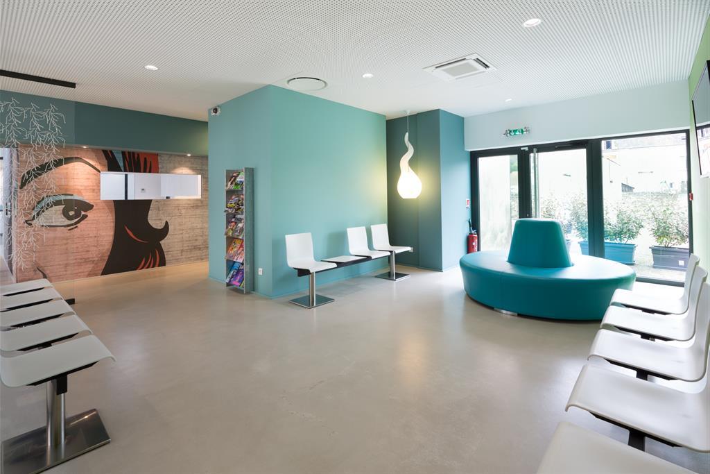 la salle d attente et l ouverture sur le troisi me jardin o les patients. Black Bedroom Furniture Sets. Home Design Ideas