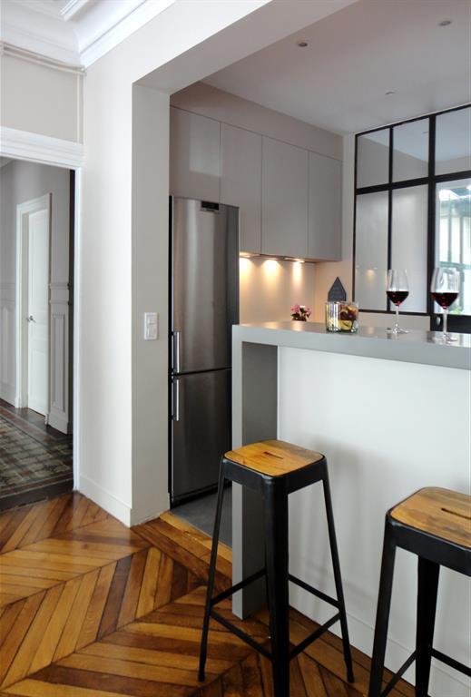Cuisine semi ouverte avec bar cot salle manger for Modele de cuisine avec table bar