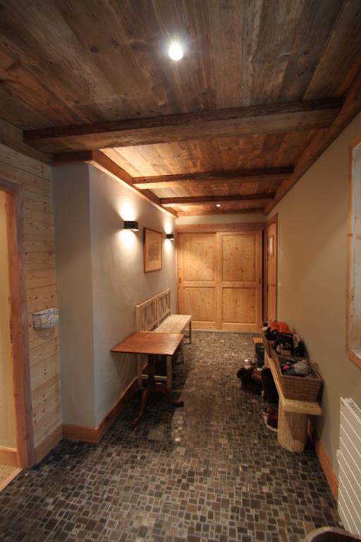 R novation d 39 un chalet m ribel par agn s vermod - Decoration interieure couloir entree ...