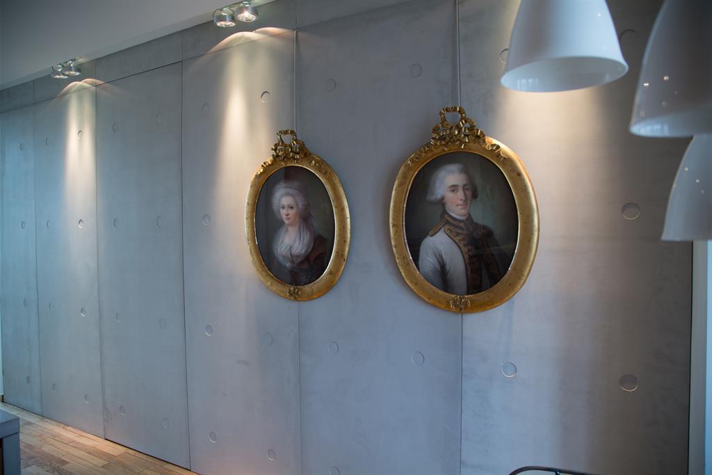 Vue sur le pan de mur habill de panbeton banch concrete lcda - Habiller un mur interieur ...