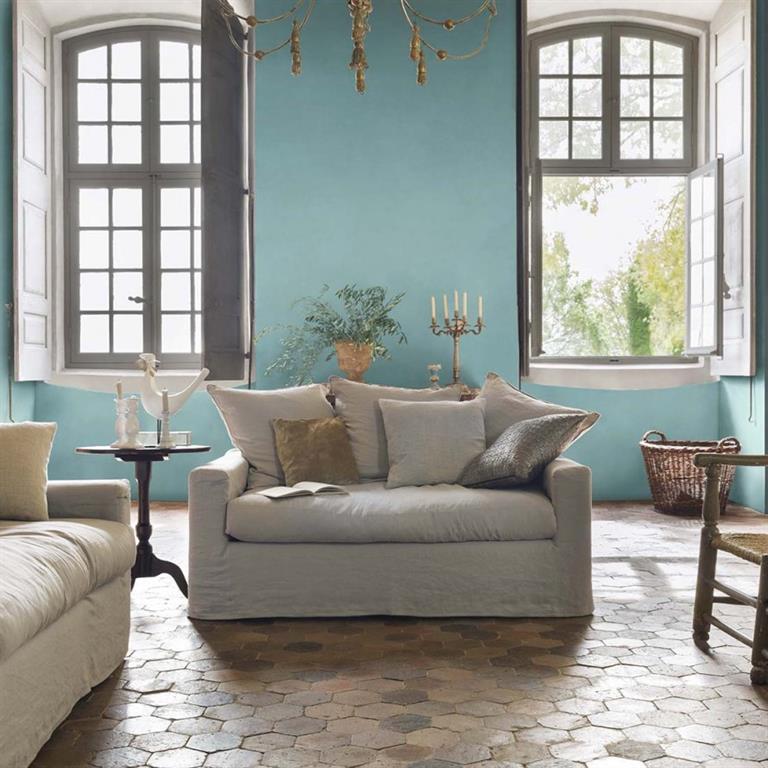 Murs bleu pastel et tomettes au sol pour un salon romantique for Peinture pastel salon
