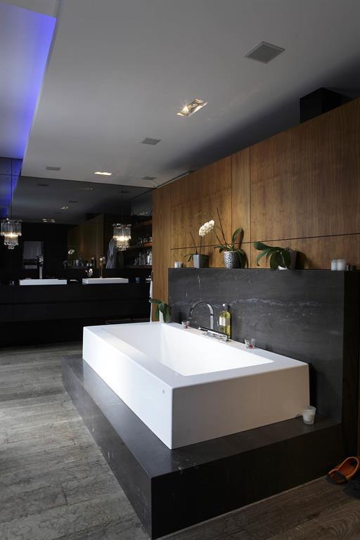 Salle de bains et sa baignoire sur podium GUILLAUME DA SILVA