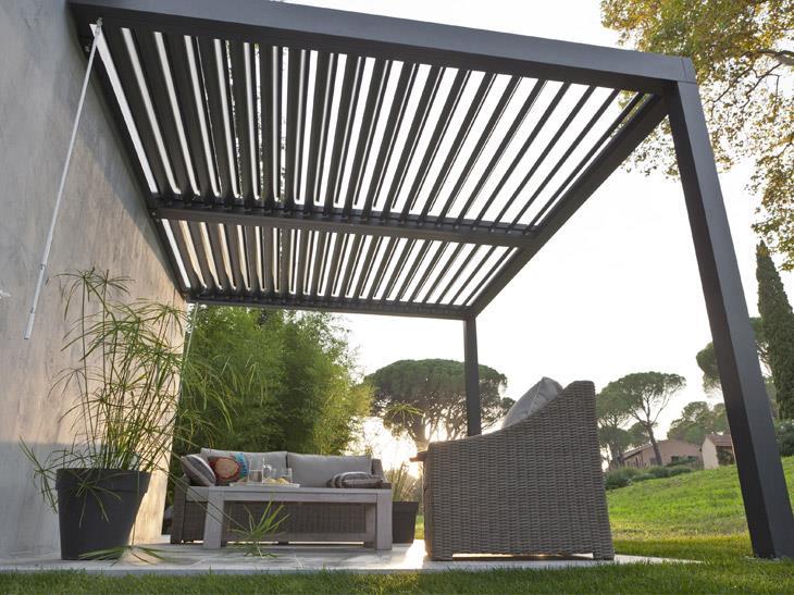 Couverture de terrasse pour amener la fraîcheur au jardin