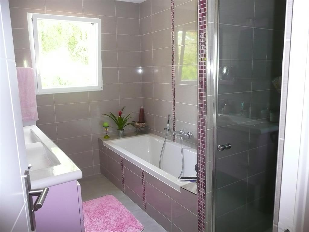 Salle de bain contemporaine color e - Baignoire contemporaine ...