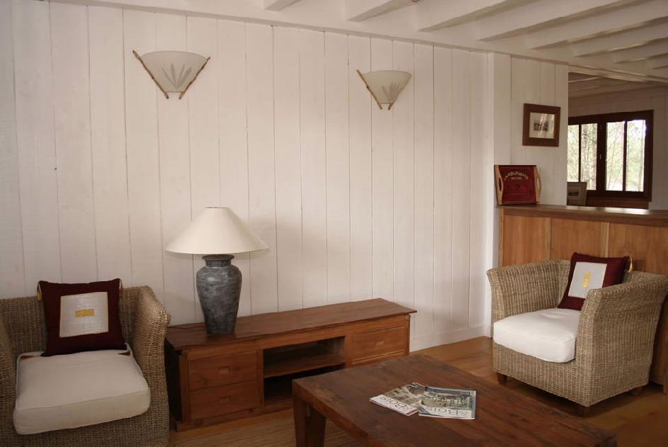 Chambre lambris blanc du lambris bross parfait pour un for Chambre bois blanc