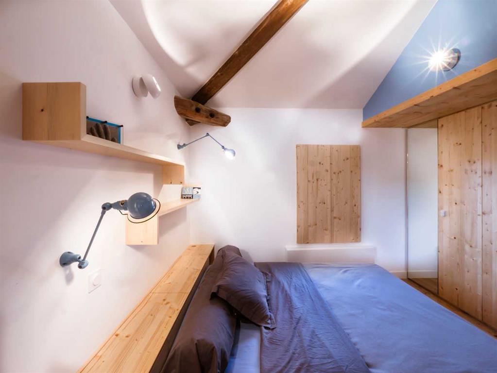Chambre bleue avec poutres apparentes jean pascal nadia - Chambre avec poutre ...