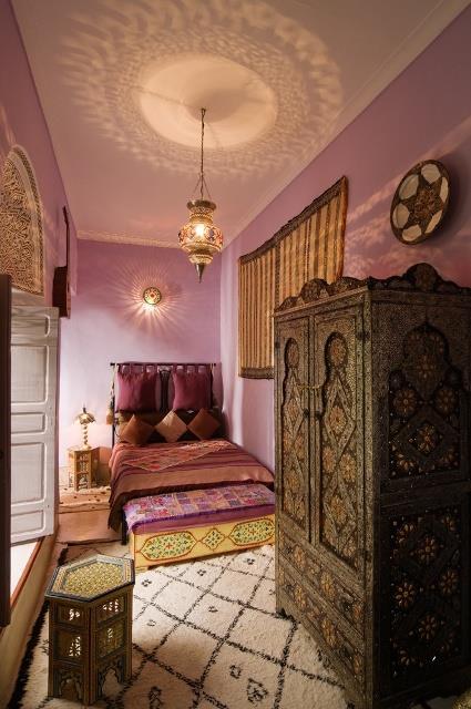 Chambre marocaine avec lustre