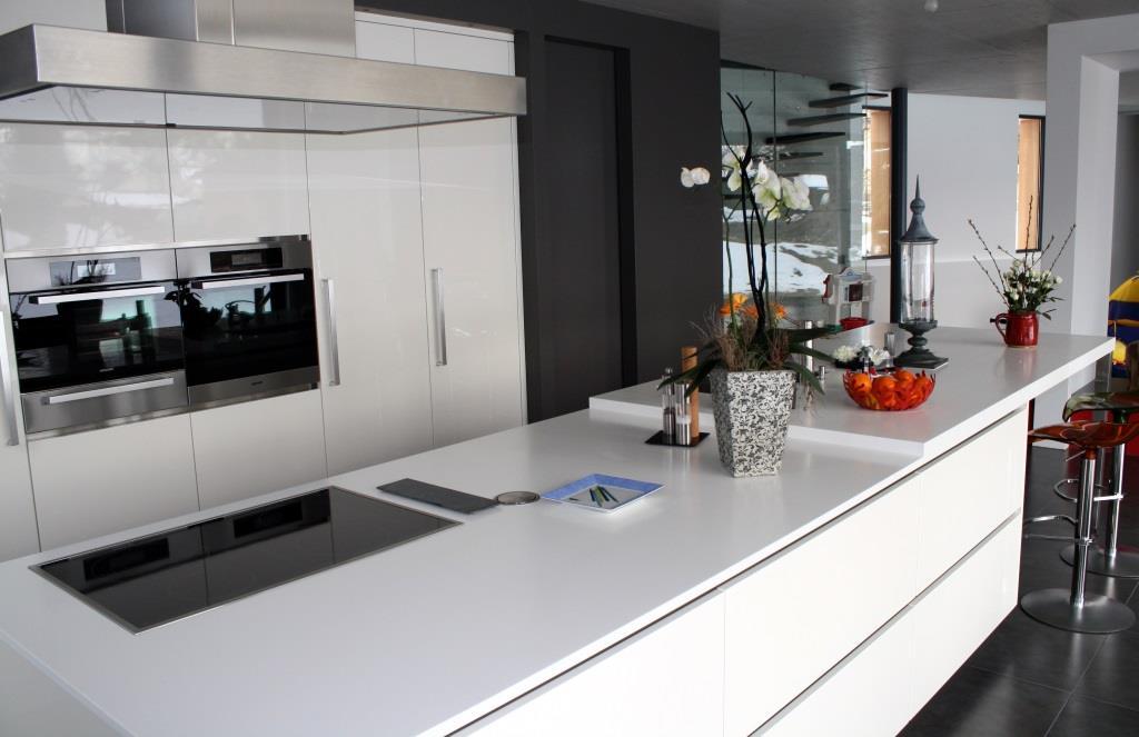 Cuisine Moderne Blanche Avec Portes De Placards Laqu Es