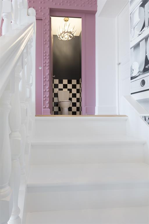 Image Toilettes au premier étage avec un design sobre mais efficace Laurence Faure