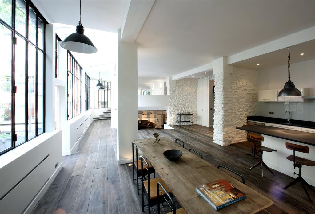 Superbe loft avec immense verri re montamartre r nov for Deco atelier loft