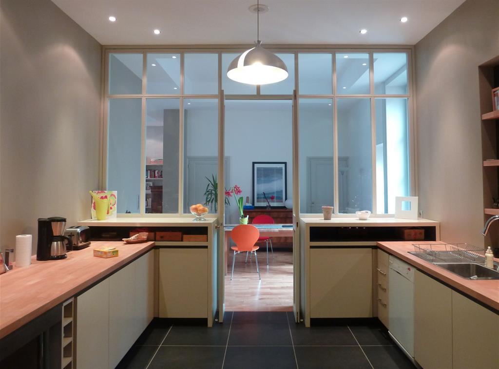 Chalet alpin - Verriere entre cuisine et salle a manger ...