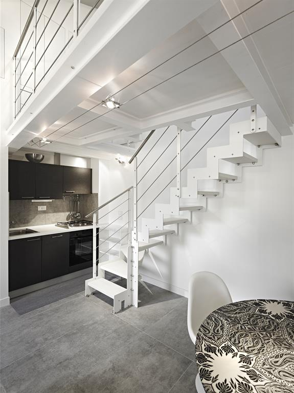 Image Escalier en métal blanc