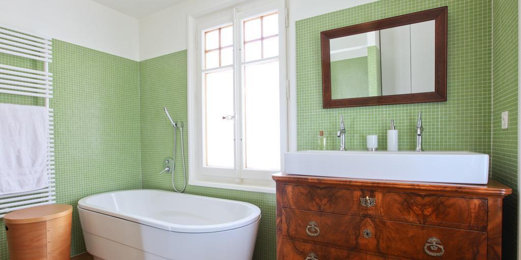 Mosa que dans la salle de bains par emmanuelle lartilleux - Salle de bain en mosaique ...