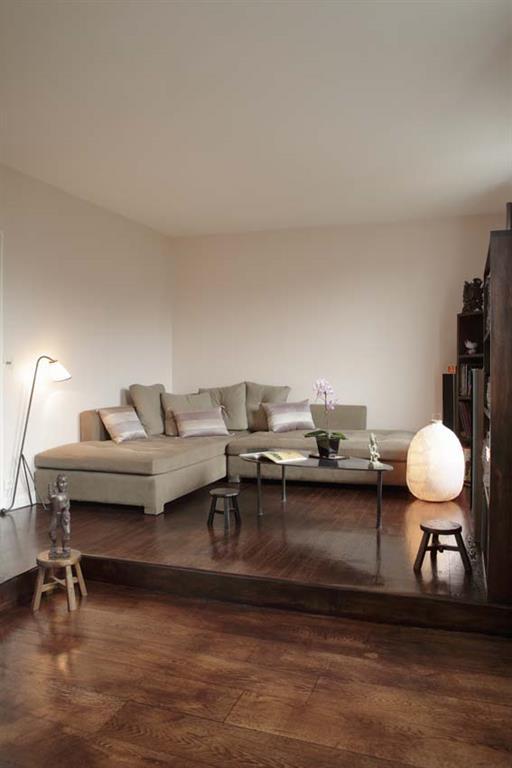 Parquet ancien et meubles modernes