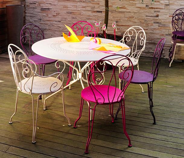 Des id es de mobilier de jardin en r sine tress e for Salon de jardin metal colore
