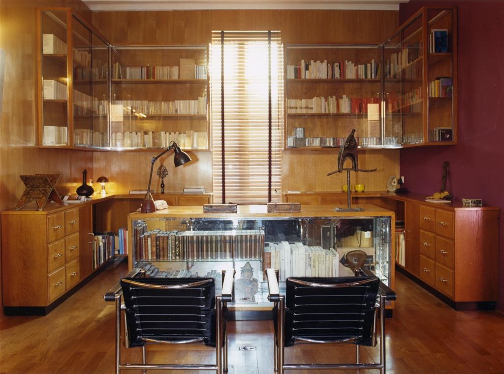 Bureau entièrement décoré avec du bois