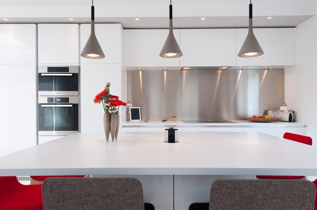 Cuisine uni total blanc for Cuisine lineaire design