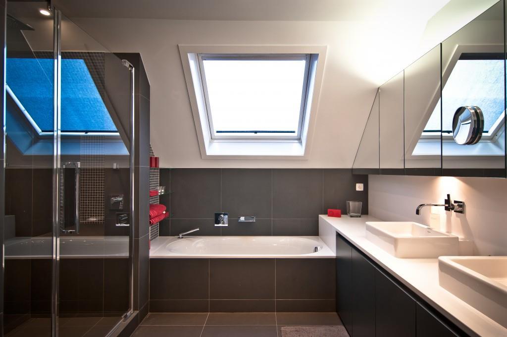 Salle de bain moderne blanche et grise Home Design