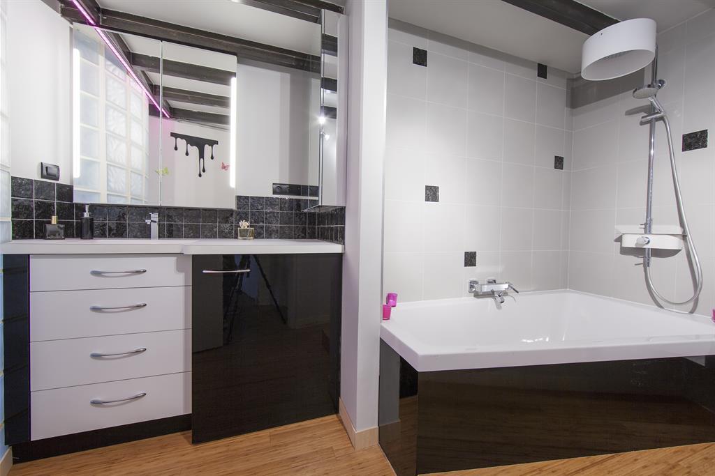 Salle De Bains Moderne Noir Et Blanc Stylome Photo N
