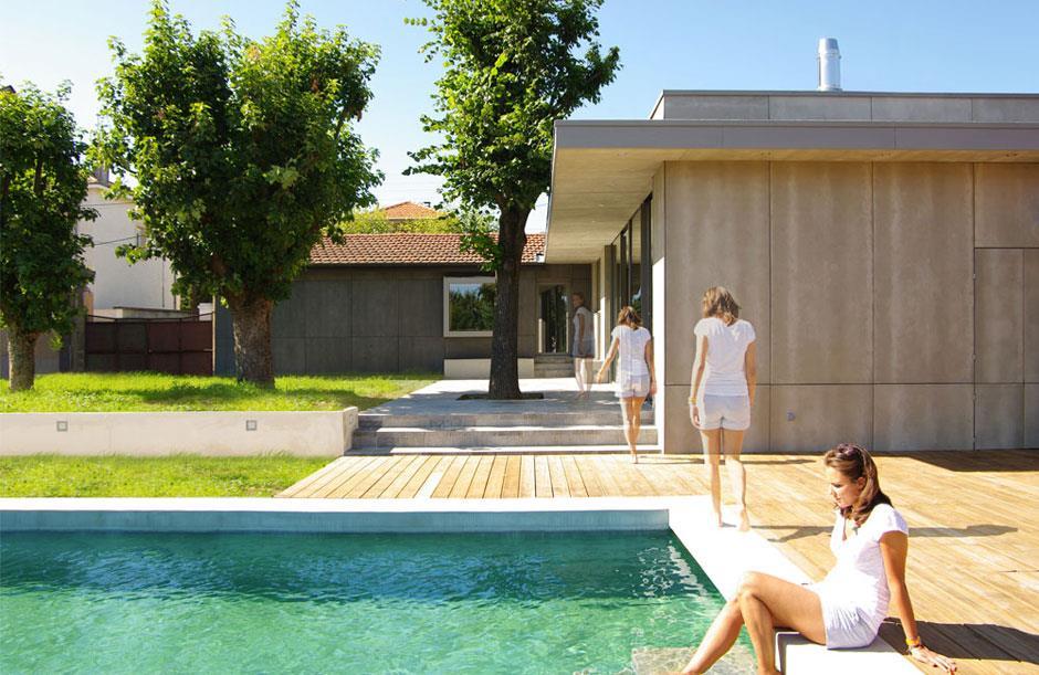Maison Contemporaine Avec Bassin Rectangulaire Vue De Profil