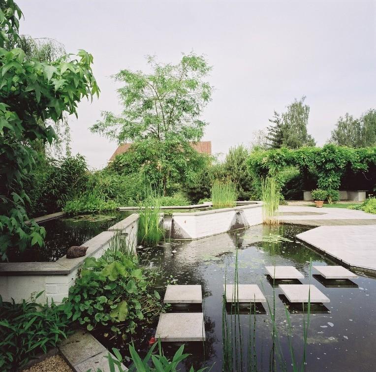 Bassin de jardin des b n fices et des contraintes par emmanuelle lartilleux - Bassin moderne exterieur calais ...