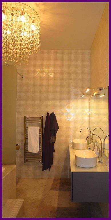 Salle de bain en marbre et mosaique