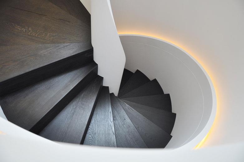 10 escaliers en bois chics et styl s par marion arnoud for Photo escalier peint en noir