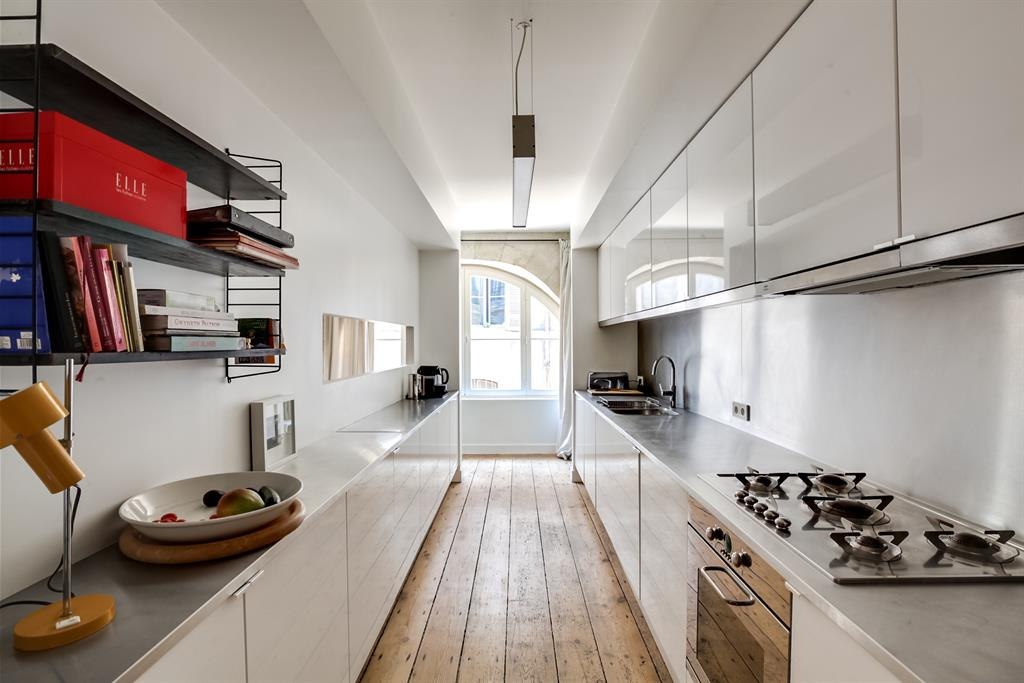 Aménagement d\'une cuisine en longueur pour une praticité maximale