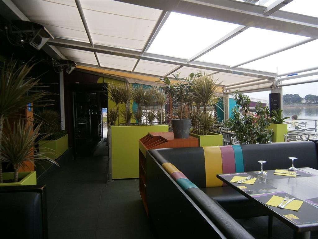 Restaurant moderne sous la véranda
