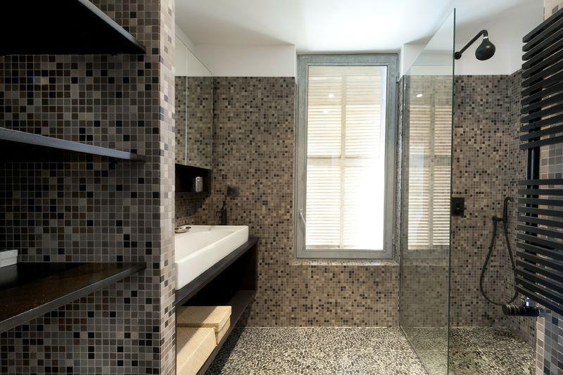 Salle d 39 eau avec douche l 39 italienne maurice padovani for Salle de bain design douche italienne
