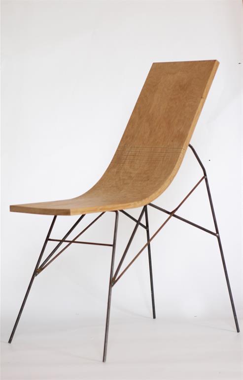 Chaise en chêne avec piétement acier noir