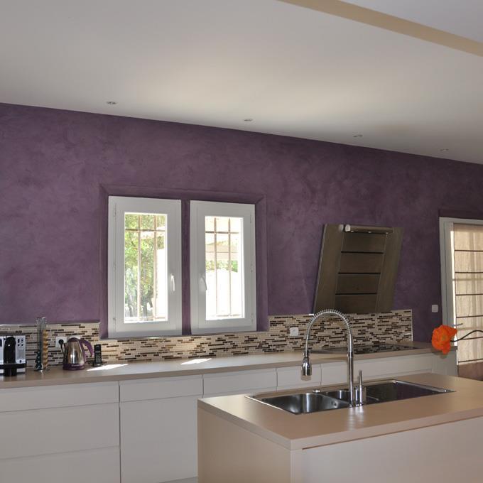 Cuisine avec mur aubergine villas nimazur photo n 10 - Cuisine blanche et aubergine ...