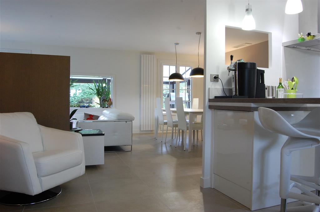 r novations. Black Bedroom Furniture Sets. Home Design Ideas