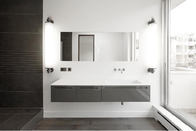 Salle de bain pur e blanche et grise claire dussart - Salle de bain design gris ...