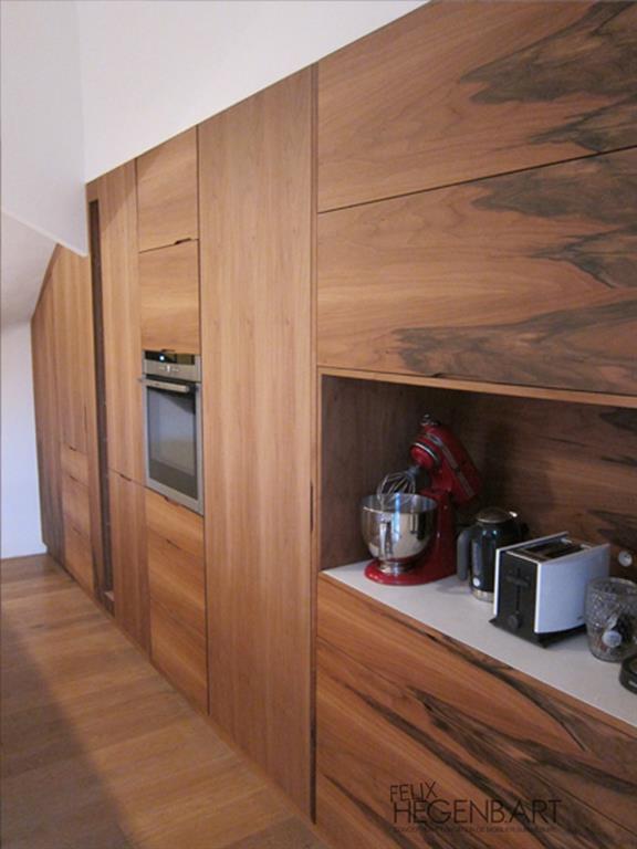 Cuisine quip e int gr au mur en bois felix hegenbart for Cuisine meublee et equipee