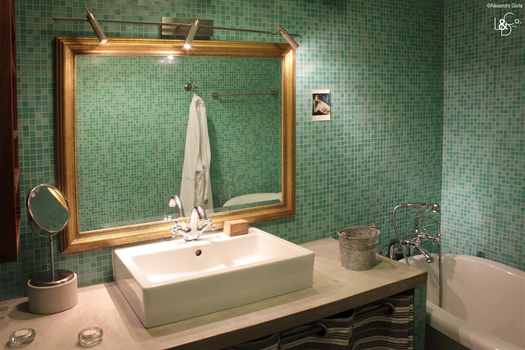 Salle de bain rétro comme un appel à la détente