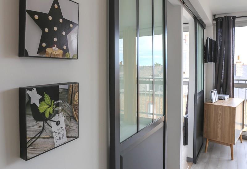 verri re s parant le salon des petites chambres florence. Black Bedroom Furniture Sets. Home Design Ideas