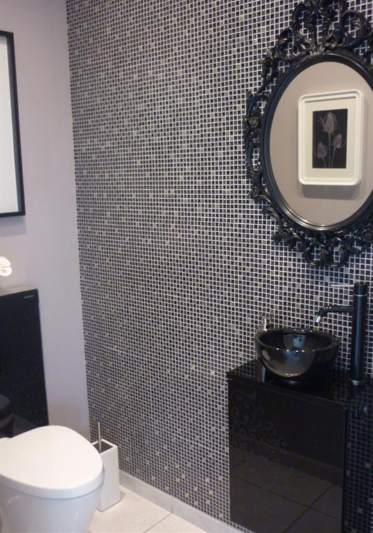 Mur en mosaique noire et grise un amour de maison photo n 38 for Decoration des toilettes design