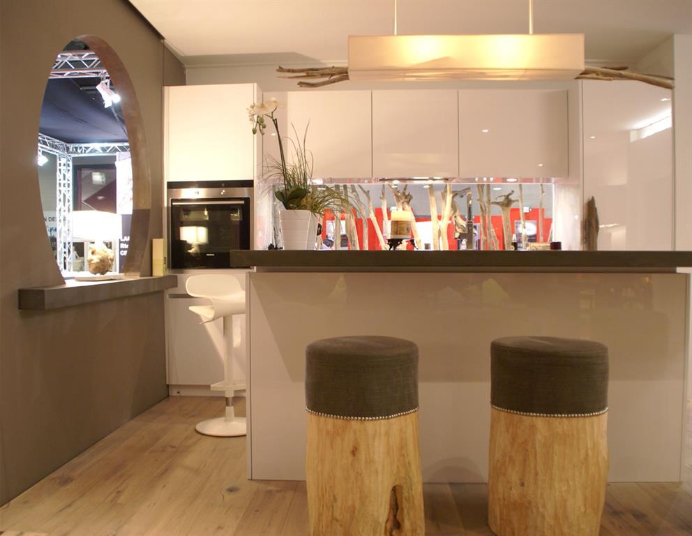Le petit bar de la cuisine offre un esprit design - Bar de cuisine but ...