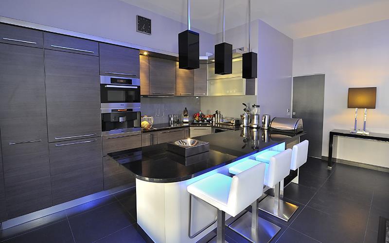 Cuisine noir et grise avec led bleu fg design photo n 35 - Cuisine noire et grise ...