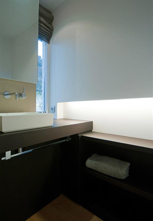 Salle de bain design avec vasque rectangulaire pos e - Salle de bain rectangulaire ...