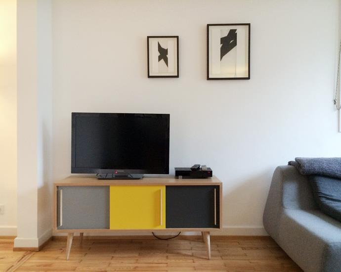 salon avec meuble tv tricolore vintage gentlemen designers. Black Bedroom Furniture Sets. Home Design Ideas