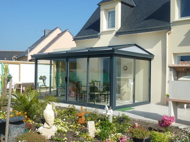 Veranda Classique Avec Un Toit En Polycarbonate Et Baies Vitees