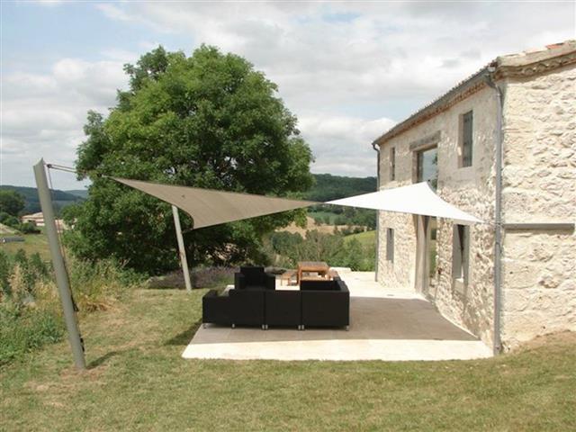 maison en pierre avec terrasse tension suspension photo n 03. Black Bedroom Furniture Sets. Home Design Ideas