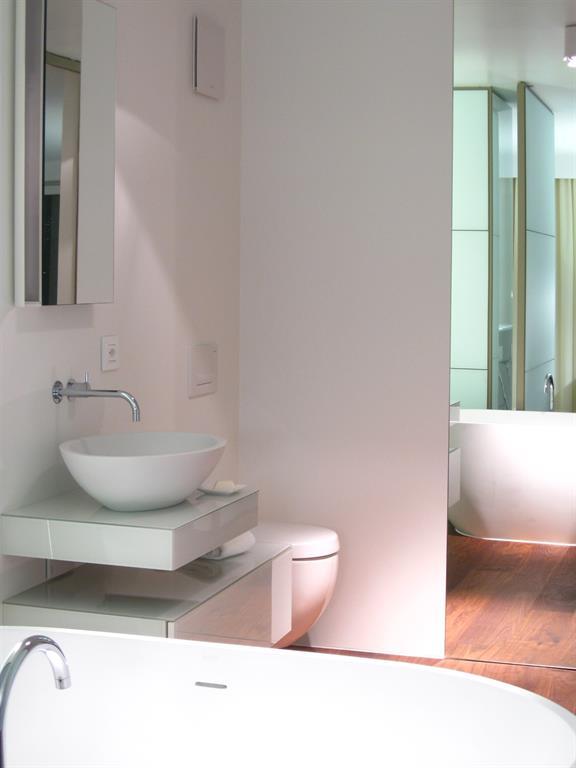 Salle de bain contemporaine blanche dh architecture & design SA