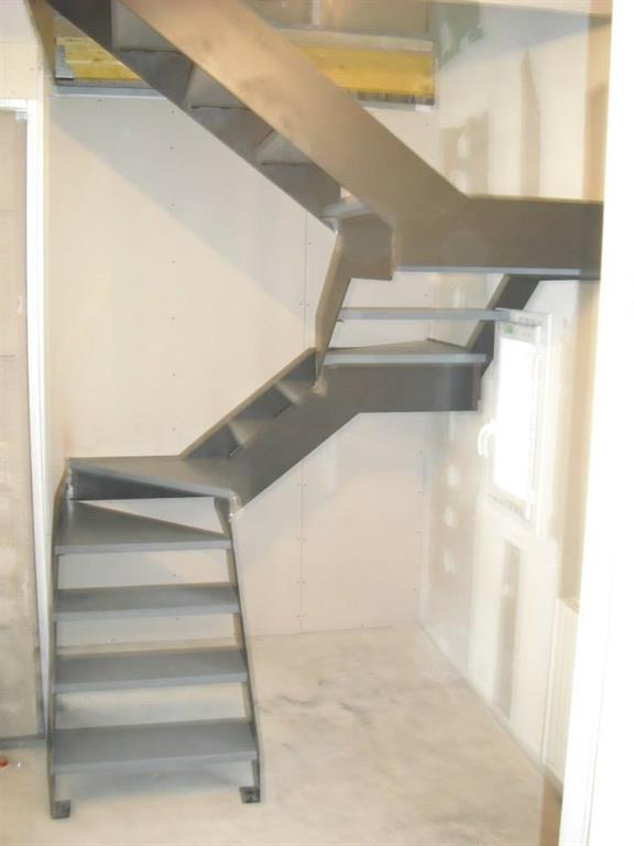 escalier industriel 3 4 tournant. Black Bedroom Furniture Sets. Home Design Ideas